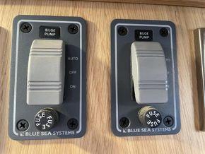 Dual automatic bilge pumps