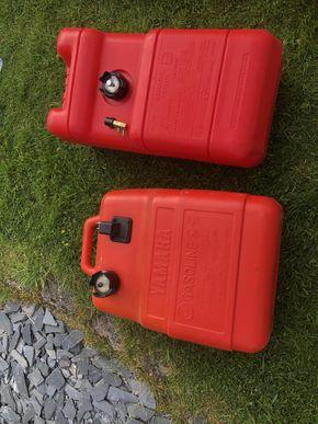 Additional 2 x 25l Yamaha fuel tanks