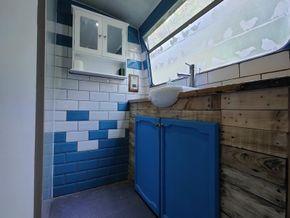 Bathroom cupboard