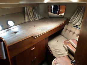 Birchwood Motor Yachts President 37 With Flybridge - Forward Cabin