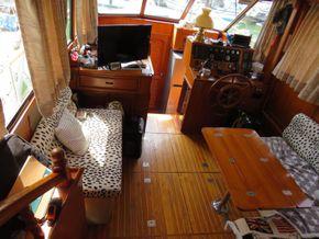 Golden Star trader Sun deck 40 Live aboard Trawler - Saloon
