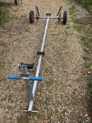 Heavy duty launching trolley