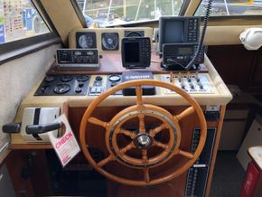Birchwood Motor Yachts President 37 With Flybridge - Cockpit