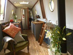 Lounge facing stern