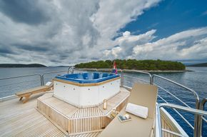 3RD DECK JACUZZI/New just taken and received 11/6/2020
