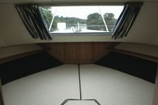 Sheerline 1070 Centre Cockpit Bow Cabin