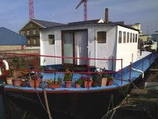 3 bedroom family home with Mooring