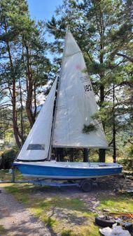 Laser 16 sail number 182 (1988)