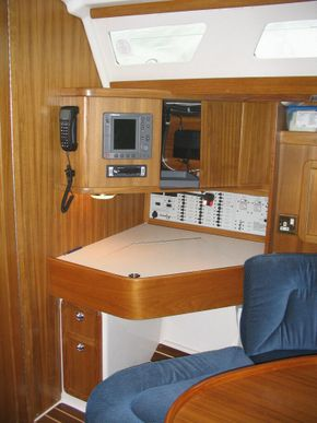 Catalina 42 Chart table