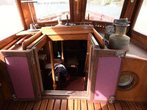 Wooden  Custom Wood-epoxy classic cruising sailboat - Companionway