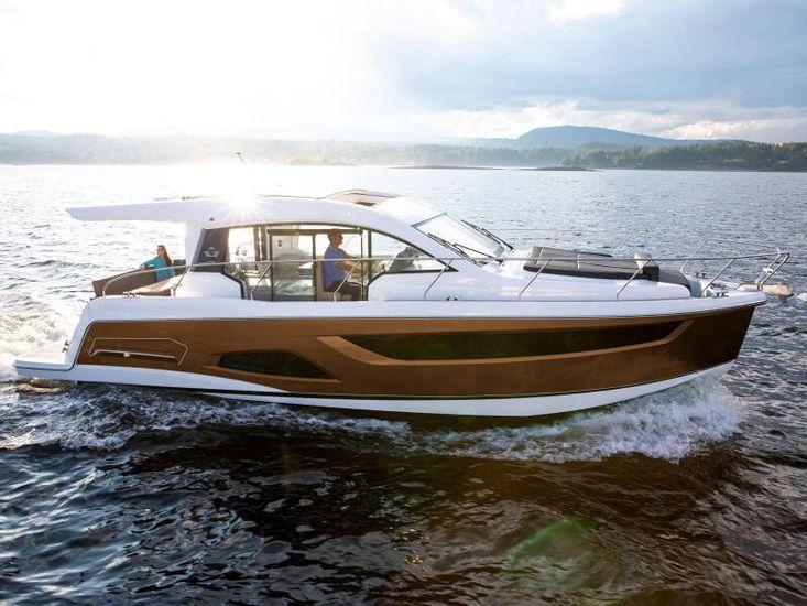 2022 Sealine C390