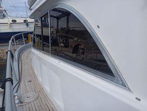 Cala Furia Fly Bridge 40  - Side Deck