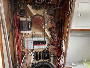 Lower helm equipment