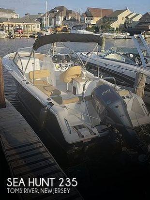 2017 Sea Hunt 235 Escape SE
