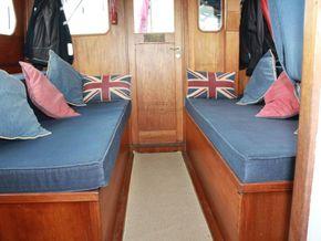 Wallace Clark Gentlemans Motor Yacht  - Saloon