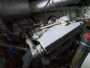 Cala Furia Fly Bridge 40  - Engine