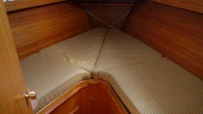 bow cabin berths