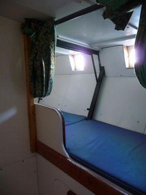 Single amidships bunk