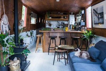 BEAUTIFUL BESPOKE WIDEBEAM HOUSEBOAT