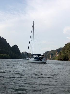 31 ft Sailing Yacht for Sale in Langkawi, Malaysia.
