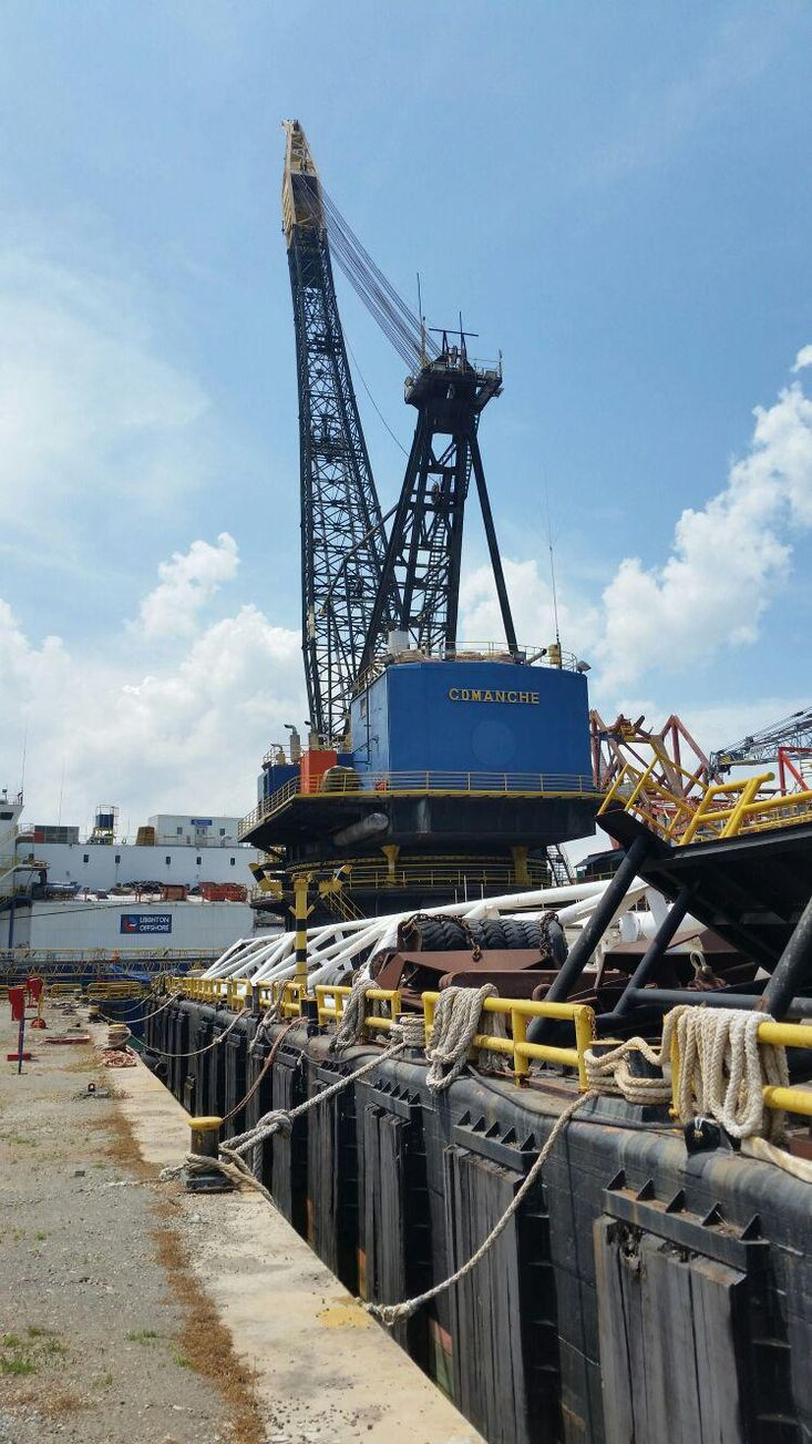 Crane Pipelaying Barge