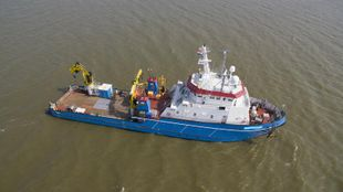 Offshore Service Vessel with Dynamic Positioning