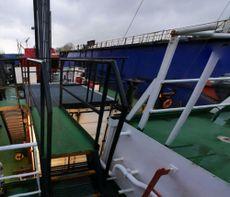 2010 Barge - Crane Barge For Charter