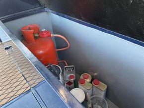 Gas locker snd storage at stern