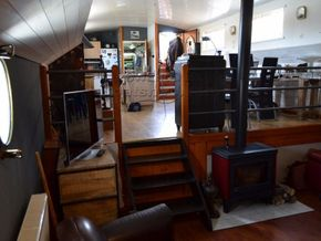 Barge Conversion live aboard barge with pool - Interior