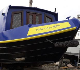 Wide beam canal boat