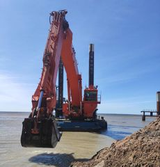 [DRG096] Backhoe dredger with spuds + Self-propelled split barge