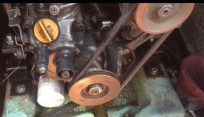 Hunter Delta 25  - Engine