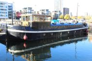 Beauitful Humber Barge on Residential London mooring