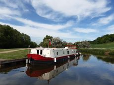 Outstanding Kingsley Barge with Premium Mooring -Roydon Marina Village