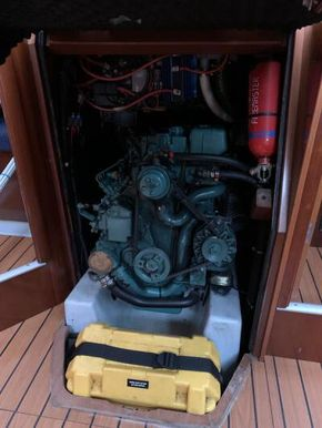 Beneteau Oceanis 393 - Engine Compartment