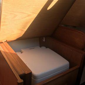 Cabin Starboard side : Loo nav desk up