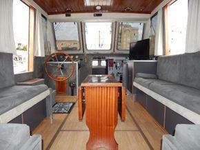 Dutch Steel Cruiser spacious liveaboard - Looking Forward