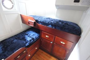 Twin cabin aft
