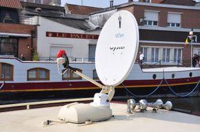 With Satellite Hunting Antenna