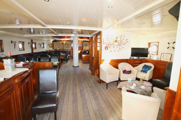 luxury hotelship with restaurant 36/100 pers.