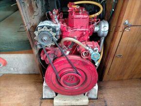 Moody 29  - Engine