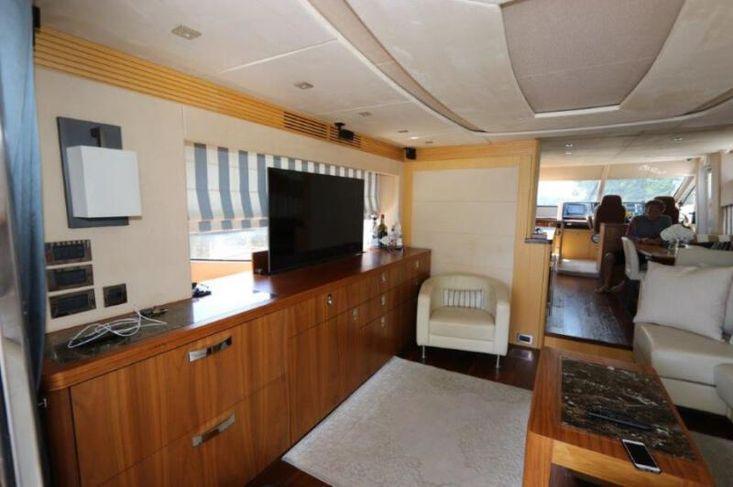 2015 Sunseeker Yacht
