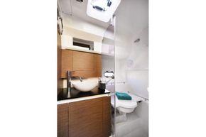 Jeanneau Cap Camarat 10.5 WA - toilet compartment
