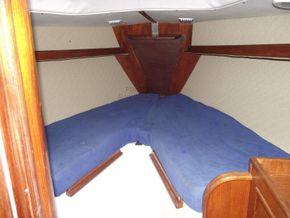 Oyster  406-16 Deck Saloon Version - Forward Cabin