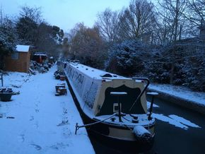 Merchant in the snow, stern view