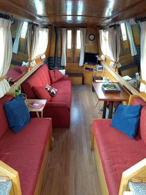 Front Cabin - table stowed