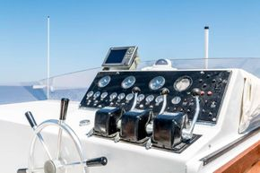 Versil Craft 26 Aft Cabin, Flybridge, 2 separate crew cabins - Fly Bridge Instruments