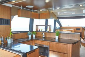 Sealine F530 - Galley