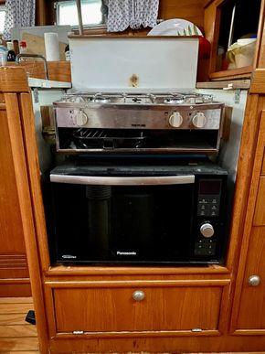 Microwave & gas hob