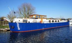 29m Steel Spitz barge, Cruising home with residential mooring.